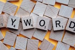 Fichas componiendo una palabra clave